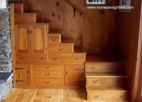 Almacenamiento para el hogar bajo escalera