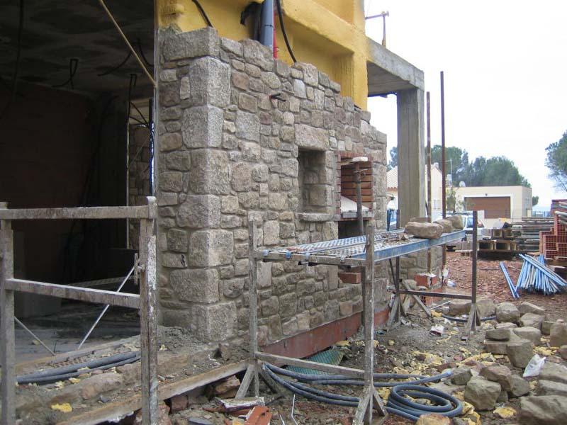 El maestro de obras xavier valderas construir un muro de for Piedra para muros exteriores precio