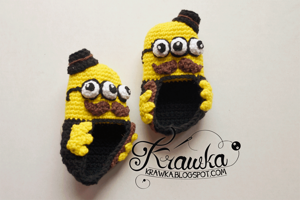 Buciki dla niemowlaka połączenie kosmity i facetów w czerni, kapelusz, wąsy i laseczka. Alien gentelman with hat and walking stick, mustache crochet booties for toddlers aigurumi
