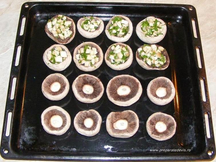 ciuperci, preparare ciuperci umplute la cuptor, ciuperci umplute, ciuperci la cuptor, retete de post, retete culinare, retete de mancare, retete garnituri, mancaruri de post, mancaruri rapide, preparate culinare, retete cu ciuperci, preparate din ciuperci,