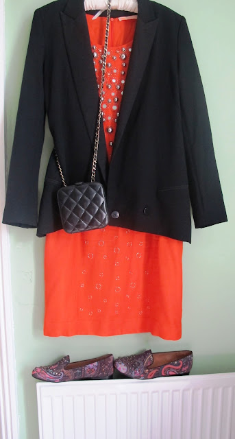 orange dress accessorised with black and paisley