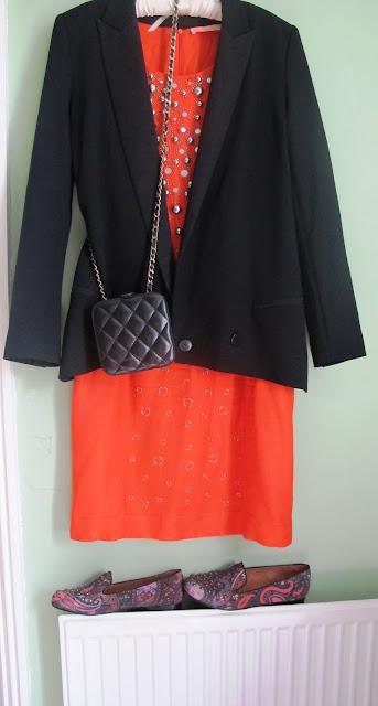 orange dress accessorised with black and paisley
