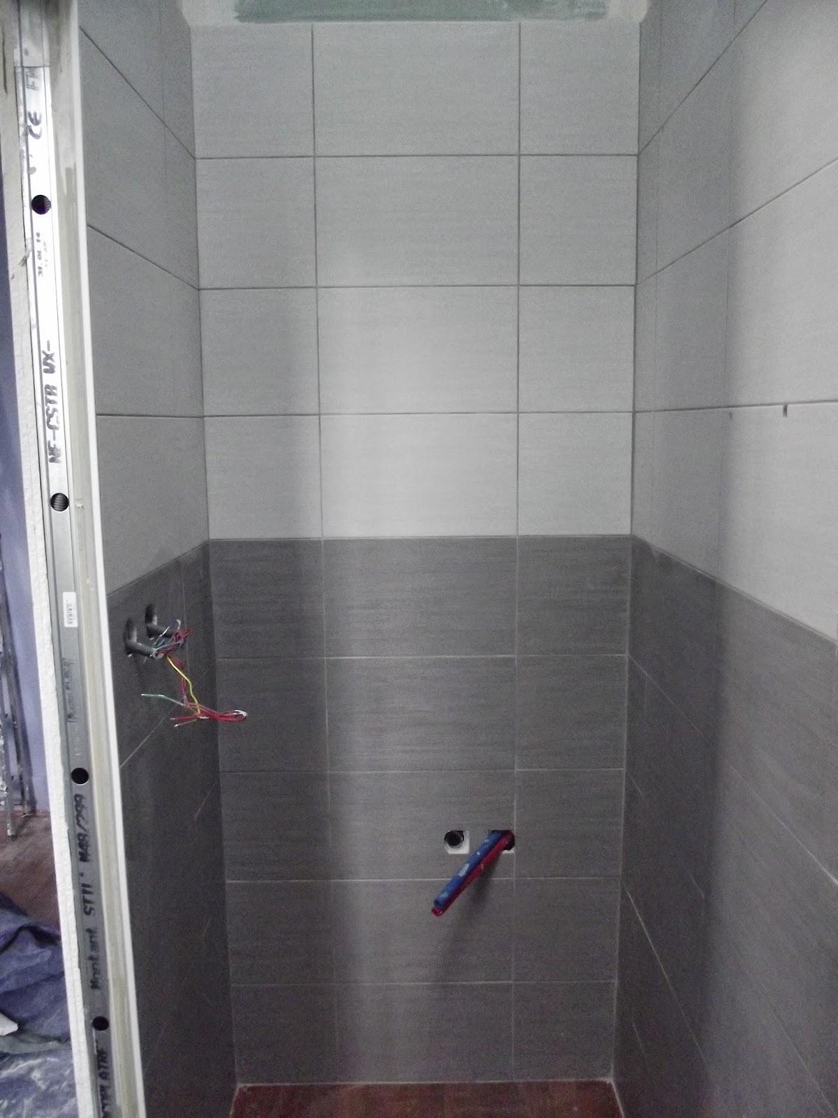 Concept carrelage cr ation petite salle d 39 eau grise et blanche for Petite salle d eau