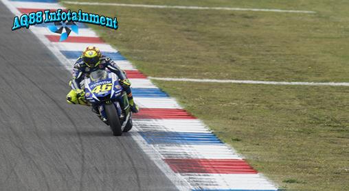 Untuk kali pertama di musim 2015 Valentino Rossi menjadi pemilik catatan waktu terbaik pada sesi kualifikasi. Pole position yang diraih di Sirkuit Assen makin spesial karena dia mematahkan rekor fastest lap.