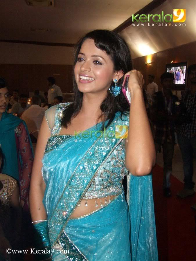 kollywood mirchi bhavana hot saree in prithviraj marriage