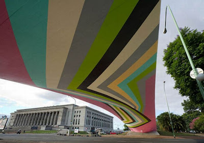 Giant Scale Street Art Seen On www.coolpicturegallery.us