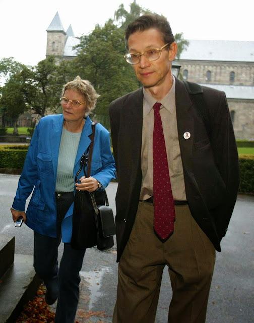 Mikael Norling with fellow senior TG member, Bodil Ross Sørensen, 2002