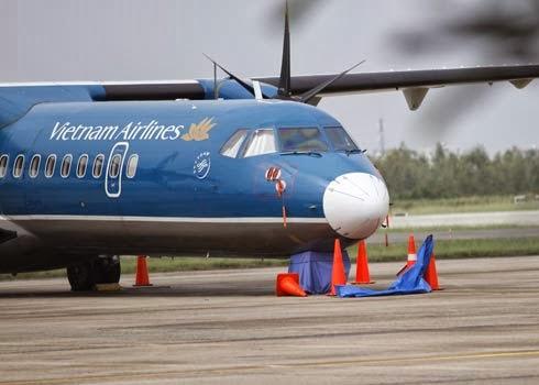 Bánh máy bay ATR72 rơi ở sân Cát Bi