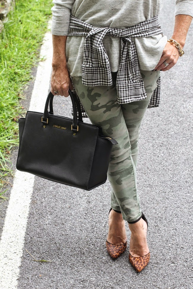 loft camo pants, michael kors handbag, schutz heels