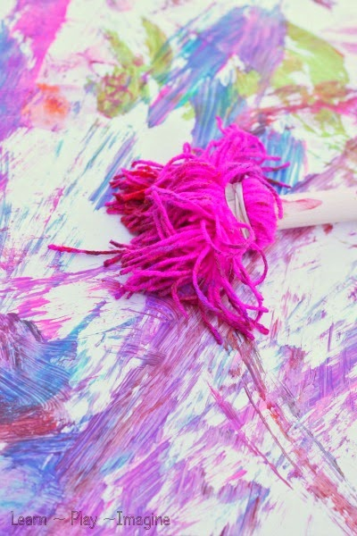 Making yarn prints - Make giant homemade paint brushes in just minutes!