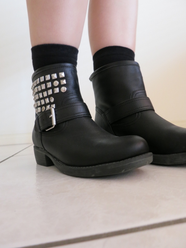 Black biker boots, with silver studs