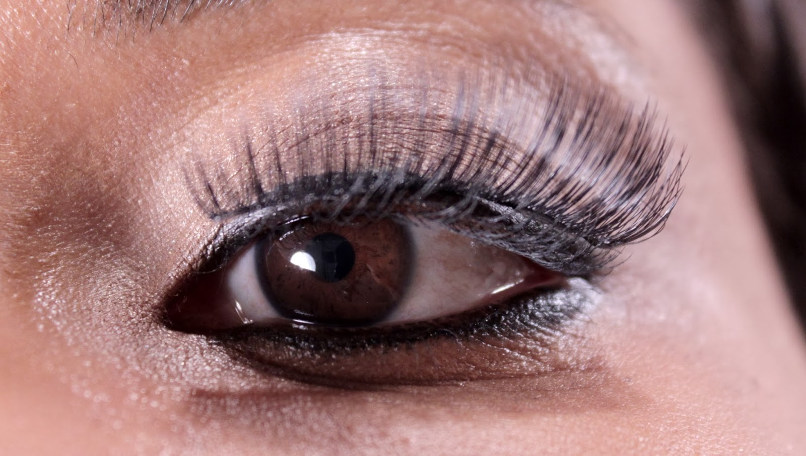 Check the fit of Kiss Looks So Natural Lashes across the top of your natural lash line