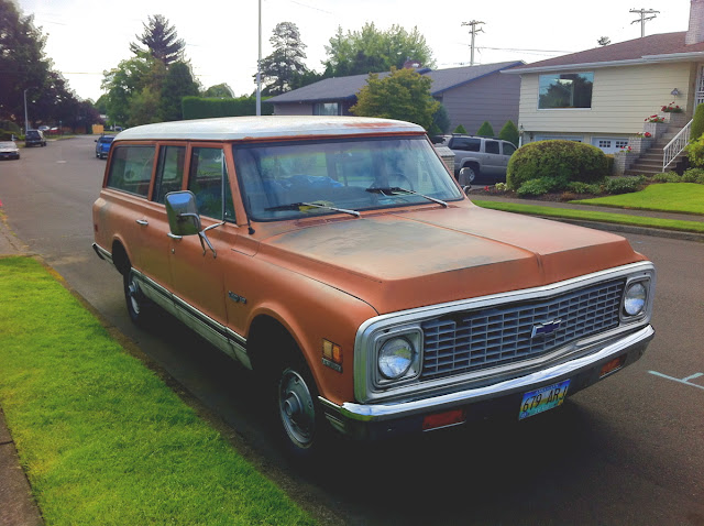 1972 Chevrolet Suburban Custom-10 Deluxe 3-Door.