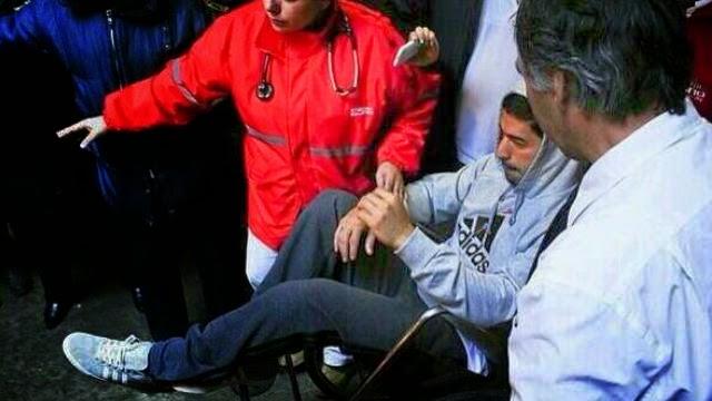 لويس سواريز على كرسي متحرك بعد العملية