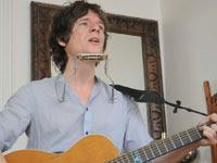 Yann Destal en session acoustique