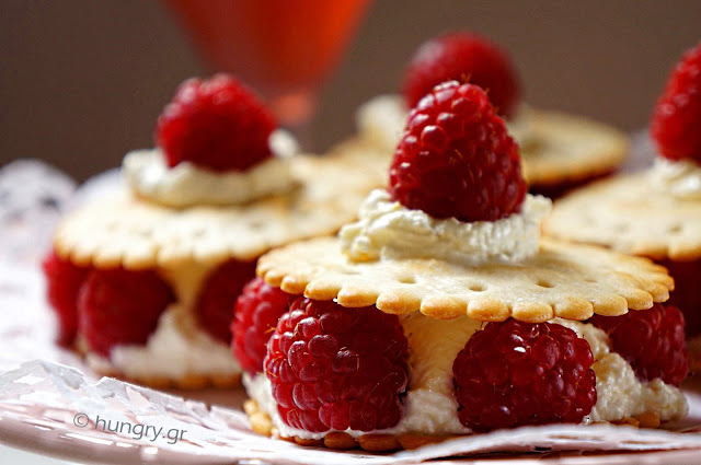 Raspberries & Cream Cheese Crackers