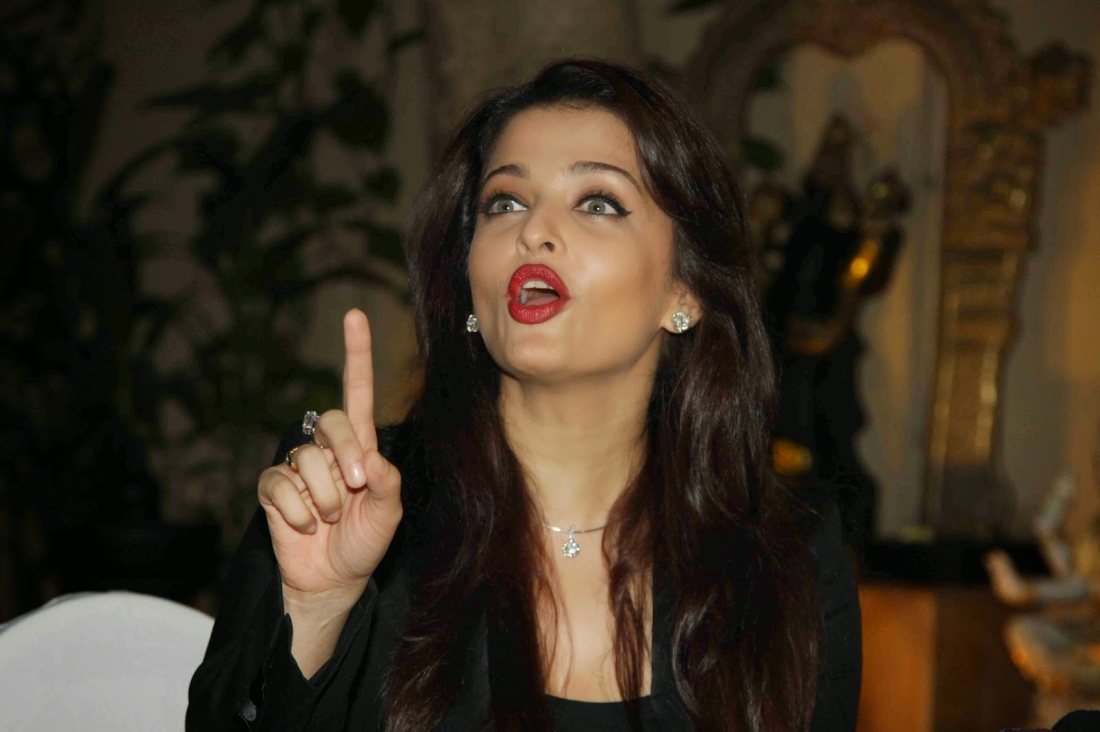 Aishwarya Rai Bachchan 41st Birthday Celebrations Photos