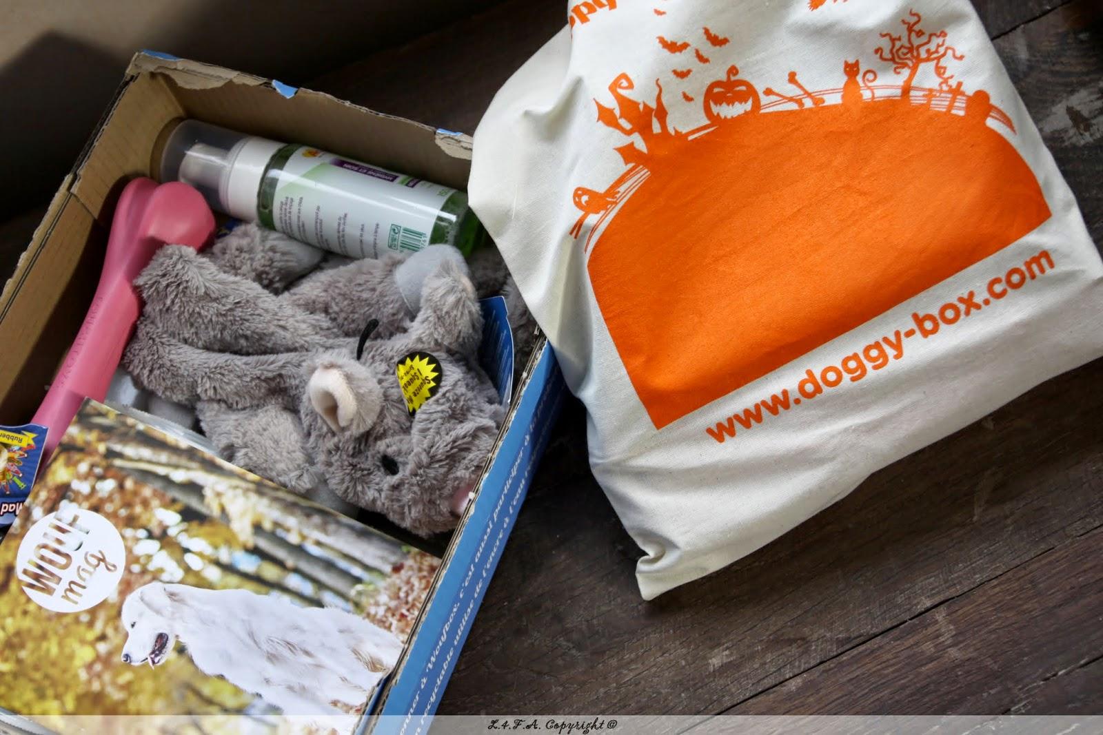http://lesquatrefersenlair.blogspot.com/2014/11/woufbox-versus-doggy-box-mon-avis.html