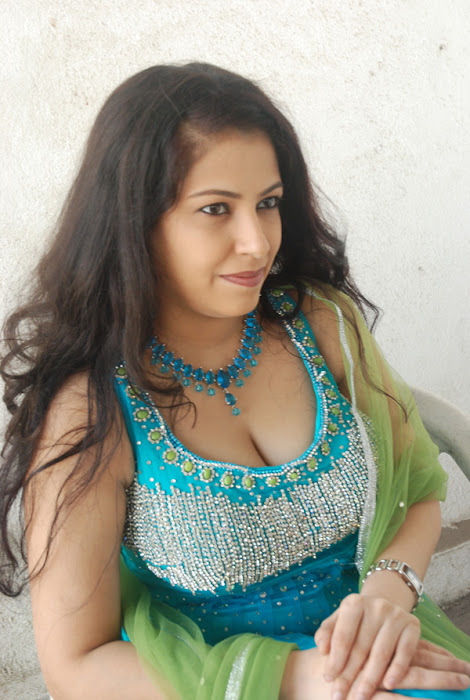 anusha exposing glamour  images