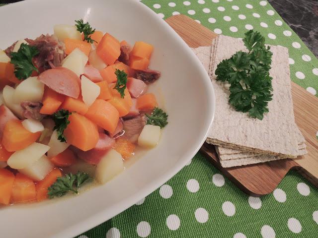 Lapskaus kokt på røkt lammekjøtt – røkt på ekte Vosse tradisjoner