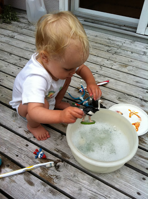 simple water play idea - washing toys