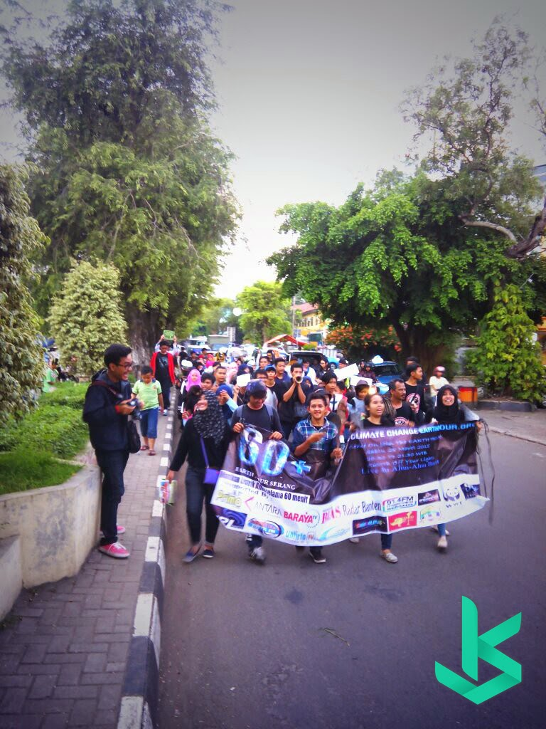Aksi Long March Oleh Komunitas-Komunitas Kota Serang dalam acara Earth Hour SERANG 2015 - 28 Maret 2015