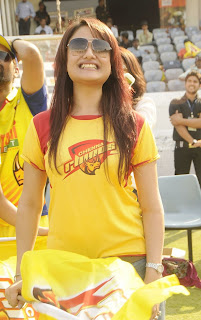 Tamil Actress Sonia Agarwal New Pictures in Jeans at CCL 2012 Match