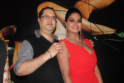 Veena Malik Hot Cleavage Photos