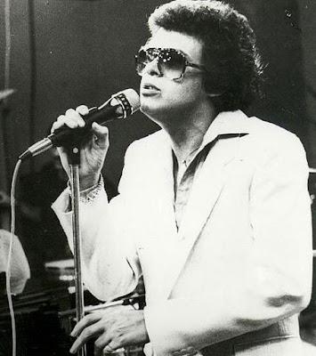 Héctor Lavoe cantando