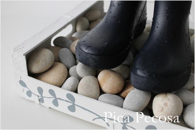 caja-fruta-reciclada-piedras-secar-botas-agua-chalk-paint