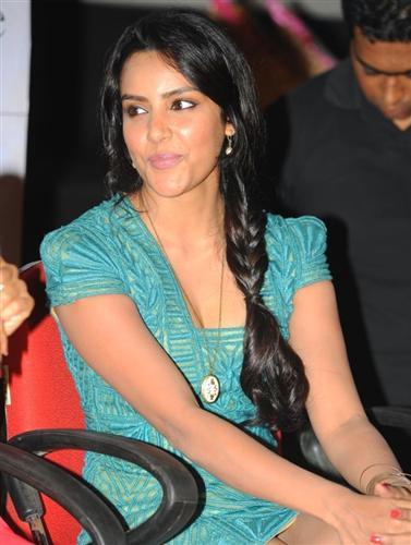 Actress Priya Anand Cute Photo Gallery