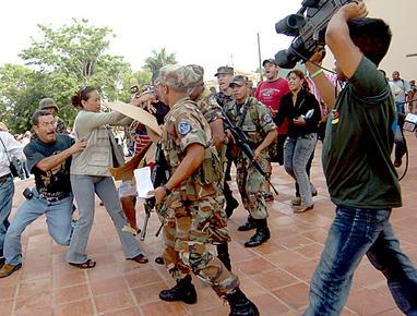 http://2.bp.blogspot.com/-7YyF5sP7ryc/Tpy7UJNQEII/AAAAAAAADOs/HVXAS_U0bhs/s1600/69987_Agresion_periodistas-Honduras.jpg