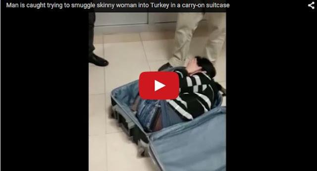 بالفديو : لحظة خروج فتاة من حقيبة سفر في المطار