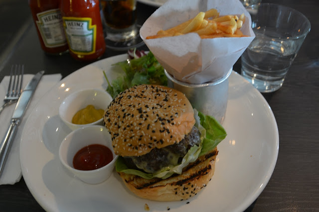 Bens Cafe KLCC hamburger