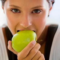 Makan Apel di Pagi Hari Bikin Tubuh Tak Cepat Ngantuk - Kesehatan Borneo