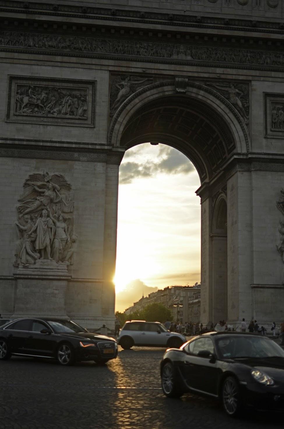arc de triomphe at sunset in paris