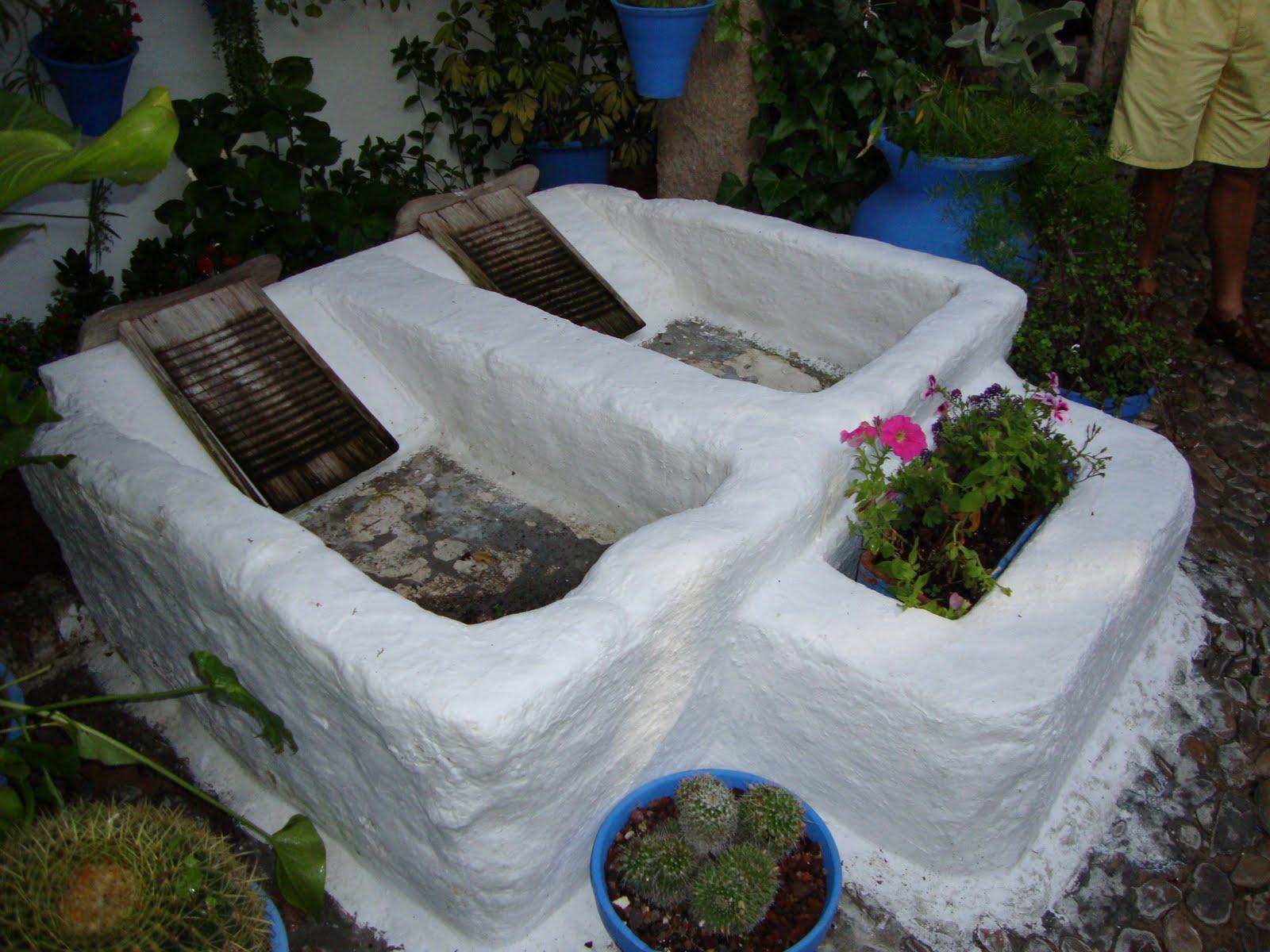 Un pedacito de m visita a los patios cordobeses for Patio con lavadero