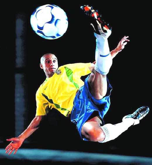 Roberto Carlos: Tom Brady: Roberto Carlos Da Silva Brazilian Football Player