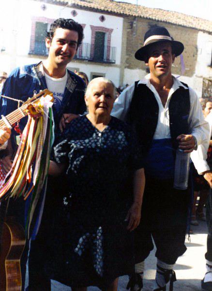 Tía Julianilla, Benigno Jiménez y Tito Gómez. Fotografía: Excmo Ayto. de Parrillas (Toledo)