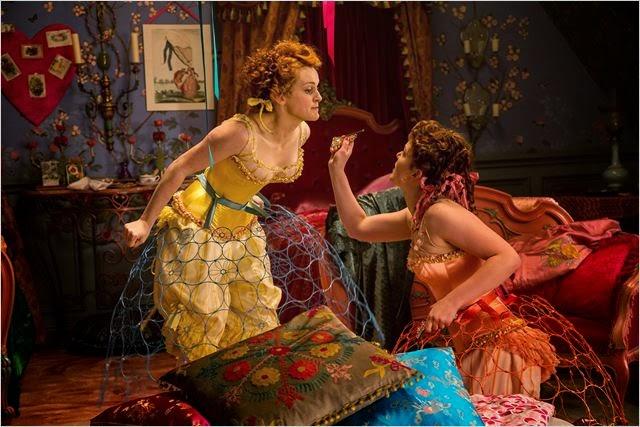 Javotte et Anastasie se préparant pour aller au bal
