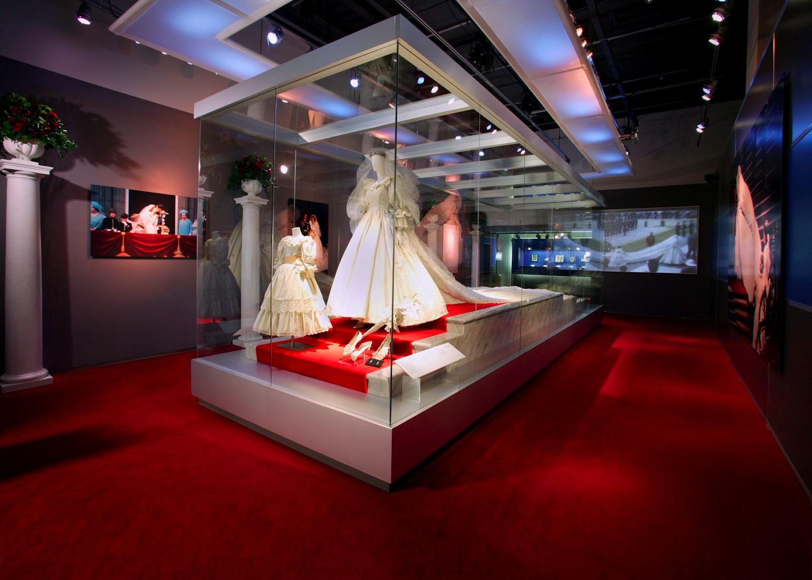 http://2.bp.blogspot.com/-7_Tt9NRCD9A/UFogZpLSmtI/AAAAAAAAEvU/MyB_7tDPYdA/s1600/wedding-gallery-low-res.jpg