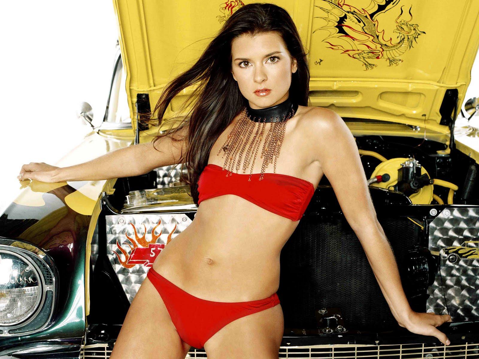 http://2.bp.blogspot.com/-7_XLHQp7jOk/Tjl4wh87DlI/AAAAAAAAA0Q/m0gmaQHWwG8/s1600/danica-patrick-indycar-swimsuit-18.jpg