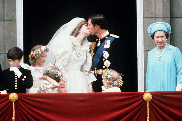 The Marriage of Prince Charles and Lady Diana Spencer (2): Kissing at the balcony
