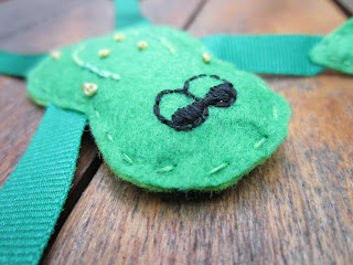 close up felt feltie frog handmade