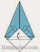 Bước 8: Gấp mép cạnh dưới tờ giấy lên trên.