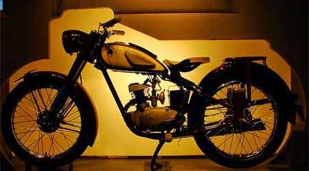 gambar motor yamaha pertama