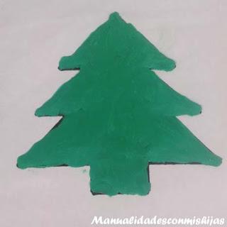 Pintando pino de navidad con plastilina