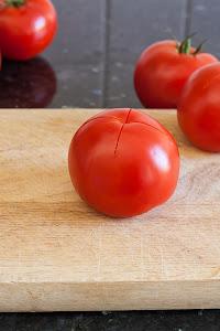 Pripremljena rajčica za ljuštenje