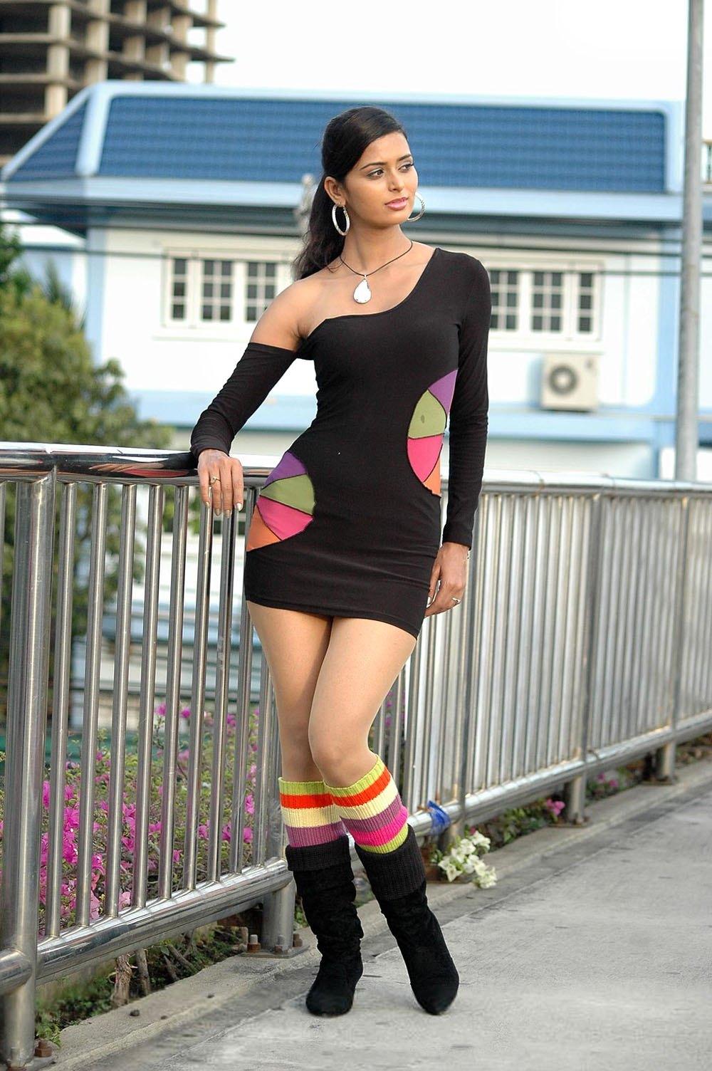 Actress Meenakshi Dixit hot Tall Girl sexxy Stills - Clik