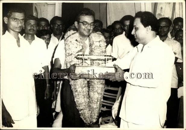 MGR with 'Thuklak' Cho Ramaswamy